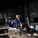 """才能あふれる若手フュージョンバンド""""DEZOLVE""""の中心メンバーであり、ドラマーである山本真央樹、初のソロアルバムリリース!"""